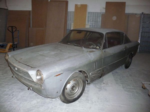 fiat2300s-coupe-serie2-00031E70034C-E04E-676D-6448-CB98D69A2D73.jpg