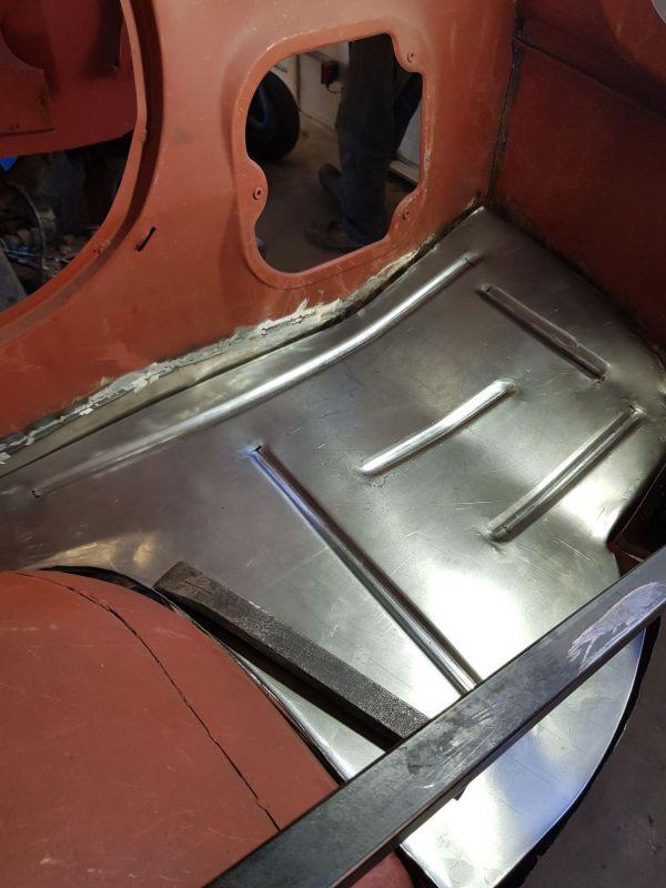 alfa-romeo-f12-fahrzeugkabine-10738F5D99-637F-BB79-B605-4318EC4D155E.jpg