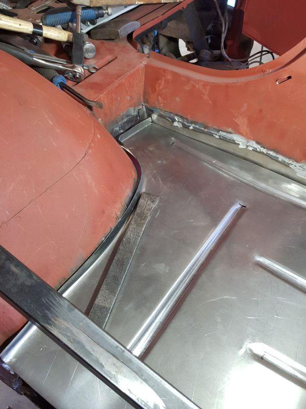 alfa-romeo-f12-fahrzeugkabine-1105C23D18-A985-7300-A6D4-94FD840774AB.jpg
